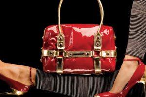 чантата и обувките очертават вашия стил