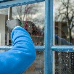 роботза почистване на стъклени повърхности