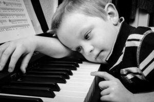 Ползи от уроците по пиано за деца